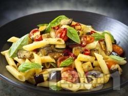 Паста пене с патладжани, чери домати, босилек, чесън и лютива чушка - снимка на рецептата
